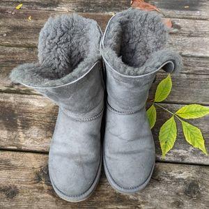 Uggs short bailey button grey boots sheepskin